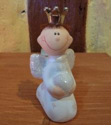 Lustiger Engel Junge sitzend 8 cm