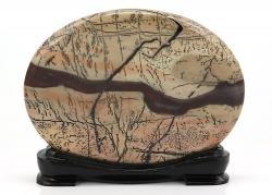 Grassy Stone im Holzsockel, Dendriten-Kalk ca. 145 x 30 x 115 mm