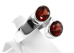 Granat Ring facettiert, 925er Silber, filigrane Handarbeit, Ringgröße 56, inklusive Schmuckverpackung