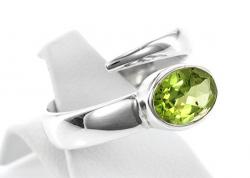 Peridot Ring facettiert, 925er Silber, filigrane Handarbeit, Ringgröße 54-55, inklusive Schmuckverpackung
