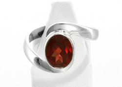 Granat Ring facettiert, 925er Silber, Handarbeit, Ringgröße 55, inkl. Schmuckkästchen