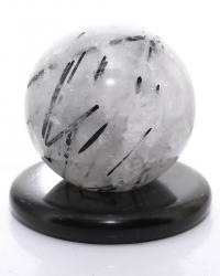 Turmalinquarz Edelsteinkugel, ca. 446 g, polierte Kugel mit Ø 68 mm, mit Kugelhalter Marmor