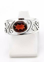 Granat Ring facettiert, Ringgröße 57